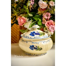 DEESBACH vintažinė, rankomis tapyta, kreminio porceliano saldaininė