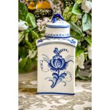 GŽEL balto porceliano, dekoruotas kobaltu buteliukas