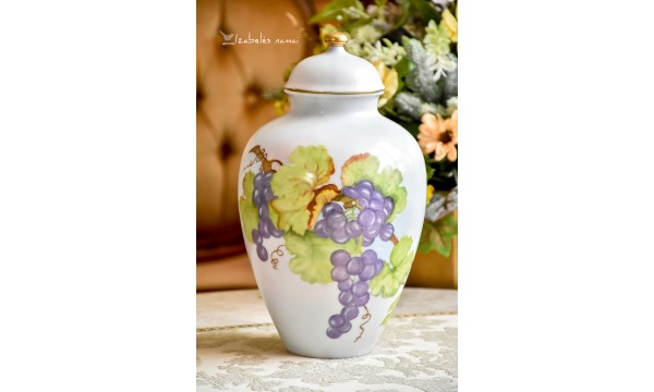 HEINRICH rankomis tapyta, didelė vaza su dangčiu