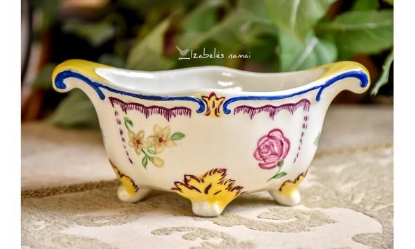 RANKŲ darbo keramikos, indelis