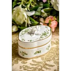 HOLLOHAZA balto vengriško porceliano, rankomis dekoruota dėžutė