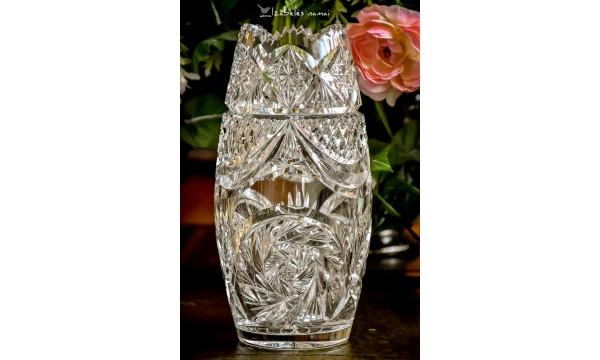 BOHEMIJOS, rankomis raižyto, vintažinio, sunkaus ir itin žėrinčio krištolo vaza